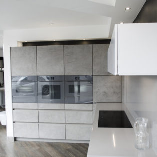 Concrete / matt white contemporary handle-less LEICHT® Kitchen