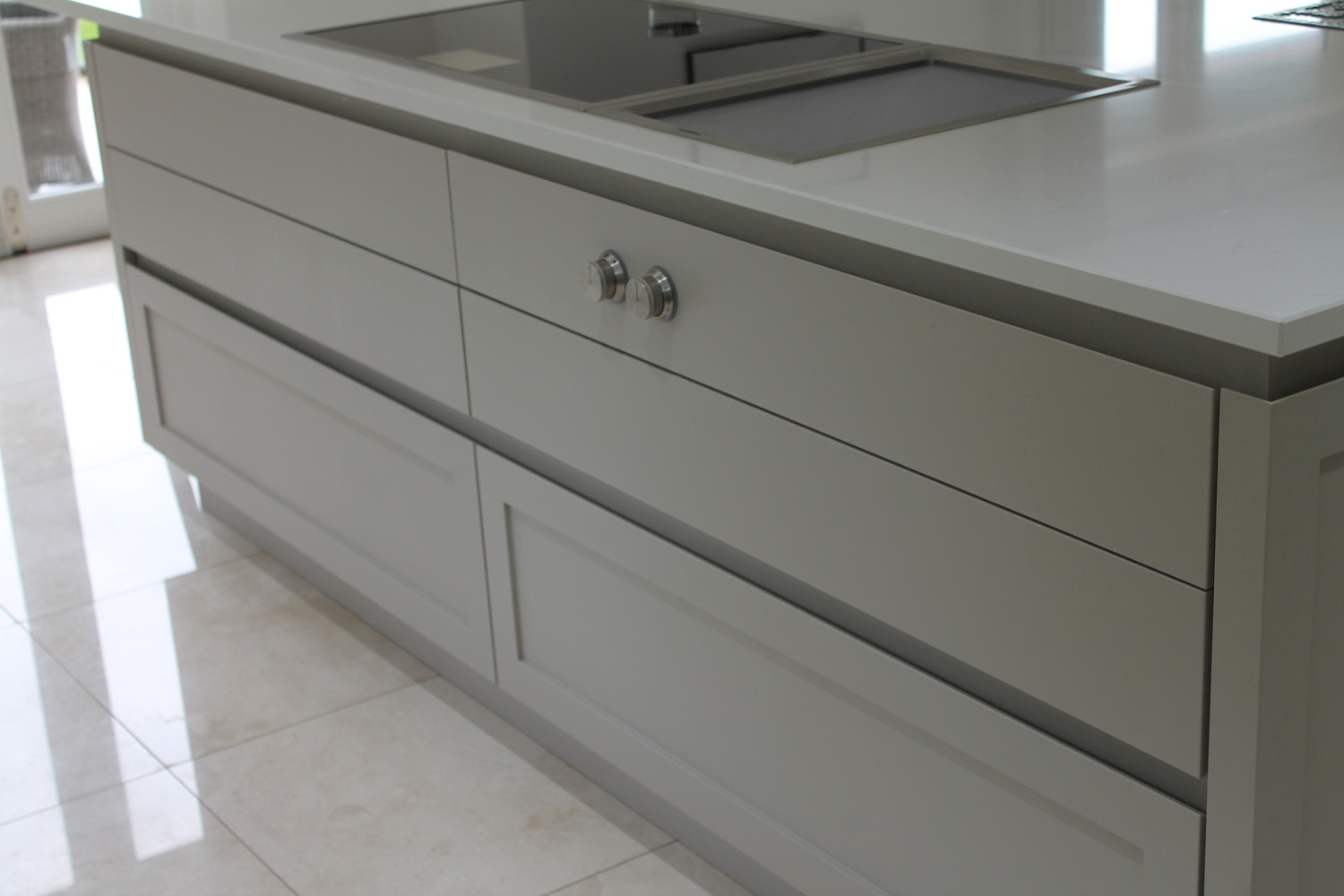 Contemporary shaker style handle-less kitchen